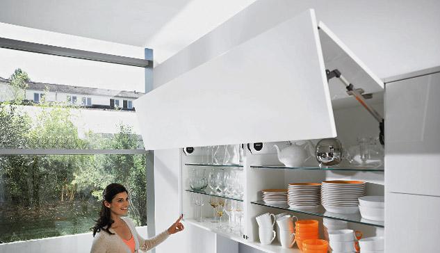 u max n bytkov kovanie blum spr vna vo ba pre va u kuchy u. Black Bedroom Furniture Sets. Home Design Ideas